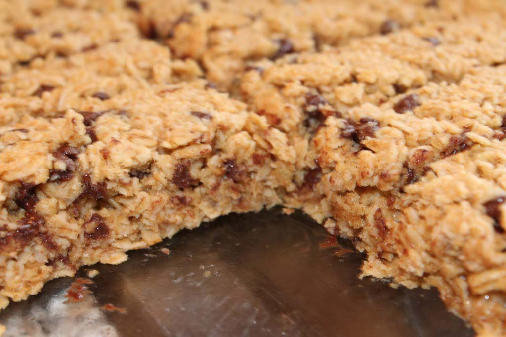 Chewy Chocolate Chip Granola Bars {naturally sweetened}